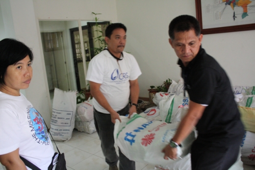At the Aid Center of the Diocese of Antipolo, CRS workers load up food and other items being distributed by Caritas.