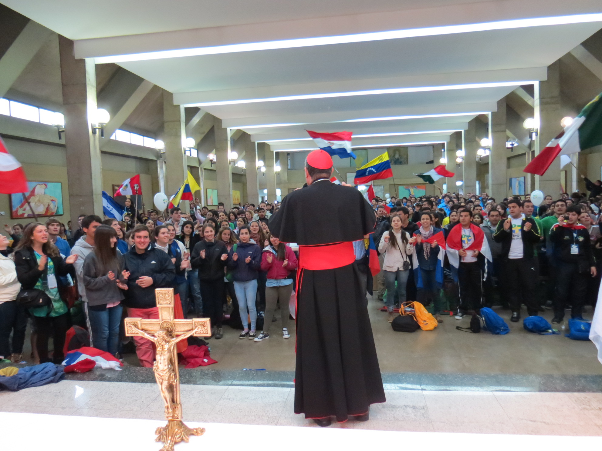 Cardinal Rodriguez addresses pilgrims on the outskirts of Rio. Copyright: Caritas/Michelle Hough