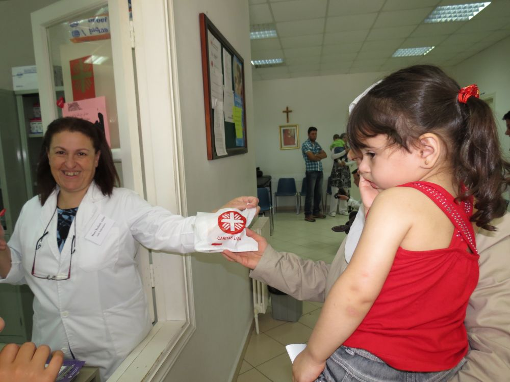 A doctor distributes medicines at the Caritas Lebanon Medical Centre in Reyfoun. Photo by Joêlle El Dib/Caritas Lebanon