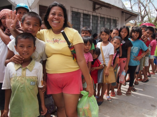 Vilma and children at a Caritas Cebu food distribution in San Remigio. Ryan Worms/Caritas